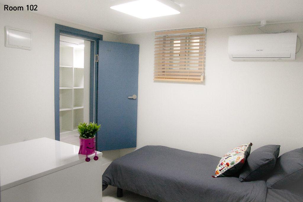 room-102.jpg
